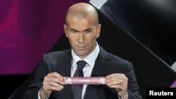 Ուկրաինա - Ֆրանսիական ֆուտբոլի աստղ Զինեդին Զիդանը մասնակցում է «Եվրո - 2012»-ի խմբերի վիճակահանությանը, Կիեւ, 2-ը դեկտեմբերի, 2011թ.