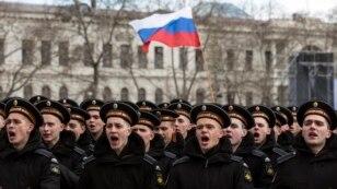 Військові Чорноморського флоту Росії беруть участь у відзначенні річниці окупації Криму, 18 березня 2015 року