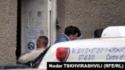 Большинство неправительственных организаций и правозащитников, занимающихся вопросами защиты прав наркозависимых, много лет призывали правительство Грузии отменить постановление Минздрава 2000 года