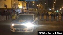 Полицейские оцепили место драки на стройке в Астане. 2 сентября 2017 года.