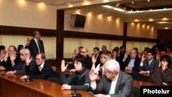 Armenia -- The municipal Council of Elders votes to schedule the election of Yerevan's new mayor, 13Dec2010.