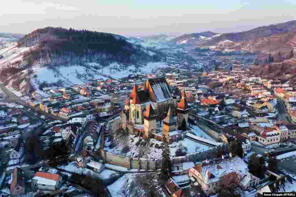 რუმინეთის სოფელი ბიერტანი და მისი ციხე-სიმაგრე თოვლში, 20 თებერვალი (ეიმოს ჩეპლი, რადიო თავისუფალი ევროპა/რადიო თავისუფლება).