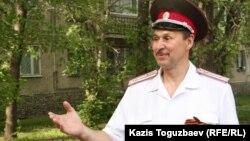 Владимир Шихотов называет себя казачьим полковником и атаманом Союза казаков Семиречья. Алматы, 5 мая 2014 года.