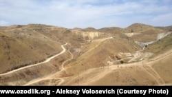 Дорога в заброшенную шахту недалеко от села Кочбулак.