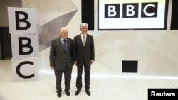 Drejtori gjeneral i BBC, Tony Hall dhe shefi i bordit, Chris Patten, në ambientet e transmetuesit publik britanik