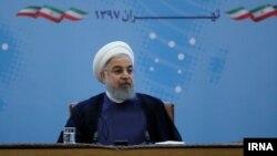 حسن روحانی گفت: در برابر آمریکا حرف زدن، مذاکره کردن و سخن گفتن معنایی جز تسلیم ندارد