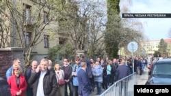 Черга біля виборчої дільниці у Празі