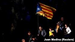Нова хвиля протестів охопила Каталонію в лютому цього року, коли в Мадриді почався суд над колишніми керівниками регіону