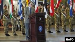 Заместитель генерального секретаря НАТО Александр Вершбоу выступает на открытии учений на авиабазе в Трапани на Сицилии