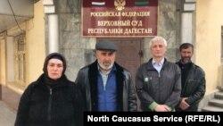 Поддержать Джамбулата Гасанова пришли Патимат и Муртазали Гасангусеновы, 3 апреля 2019 г.