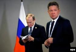 Президент Росії Володимир Путін (ліворуч) і керівник російського «Газпрому» Олексій Міллер, архівне фото
