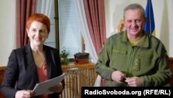 Журналист Ирина Штогрин и начальник Генерального штаба ВСУ Виктор Муженко