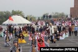 Өзбек делегациясын тосуп алуудан бир көрүнүш, 26-октябрь, 2016-жыл