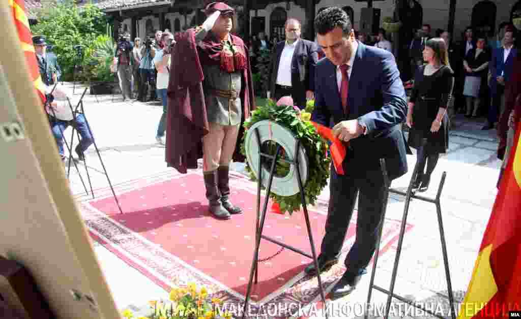 МАКЕДОНИЈА - Во Македонија се одбележаа 115 години од смртта на револуционерот Гоце Делчев, кој на 4 мај во 1903 бил убиен од турската војска во селото Баница, на пат кон Сер.