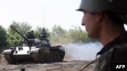 Когониа вспоминает, как вокруг подбитого танка «лежали грузинские солдаты, разорванные в клочья и все в крови»