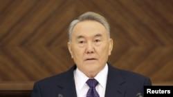 Nazarbayev xalqa müraciətində deyir ki, səhhəti imkan verənə qədər ölkənin lideri olacaq
