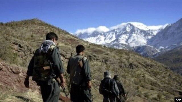 چریکهای پکاکا در حال گشت در نوار مرزی ایران و عراق.