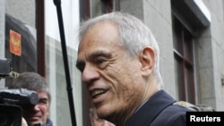Министр финансов Кипра Михалис Саррис у входа в здание Минфина РФ в Москве
