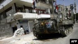 Сирия әскери күштерінің техникасы Хомс қаласының көшесінде. 30 тамыз 2011 ж.