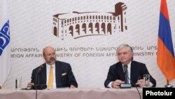 ԵԱՀԿ գլխավոր քարտուղար Լամբերտո Զանիեր (ձ) եւ Հայաստանի արտգործնախարար Էդվարդ Նալբանդյան, 12 հուլիսի, 2012
