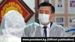 Президент Сооронбай Жээнбеков 8-июлда стационардык борборлордун бирине барды. Бишкек.