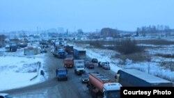 Автомобили на дороге в Ульяновске. Иллюстративное фото.