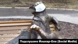 """Скульптура """"Йошкин кот"""" в маске"""
