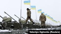 Украинские танки в зоне военной операции на востоке Украины