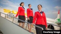 """Тажикстандык """"Сомон Эйр"""" авиакомпаниясынын стюардессалары."""