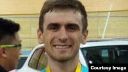 Казахстанский велогонщик Артём Захаров.