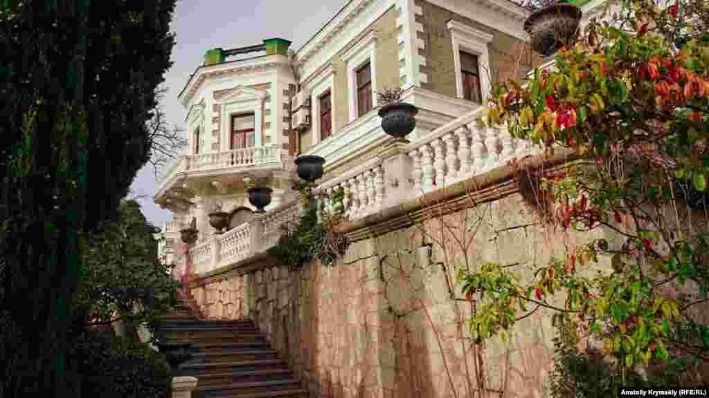 Усадебный дом в стиле итальянского классицизама графа Александра Кузнецова коренные жители Фороса называют замком