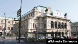 Здание Венской оперы, в которой неоднократно выступал Макс Лоренц