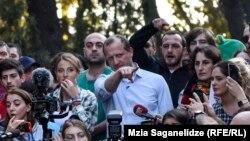 Лидер партии «Гирчи» Зураб Джапаридзе (в центре): «Что нам нравится в «Гирчи» – это то, что мы не бараны»