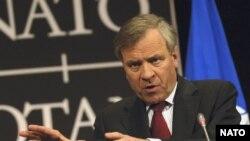 اظهارات آقای شیفر، وزنه مخالفان طرح آمریکا را افزایش داده است.