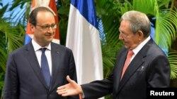 Франциянын президенти Франсуа Олланд жана Кубанын мамлекет башчы Раул Кастро