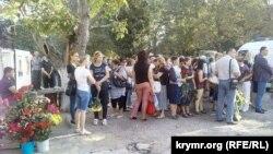 Громадянська панахида в Сімферополі за загиблими медиками, 28 вересня 2015 року