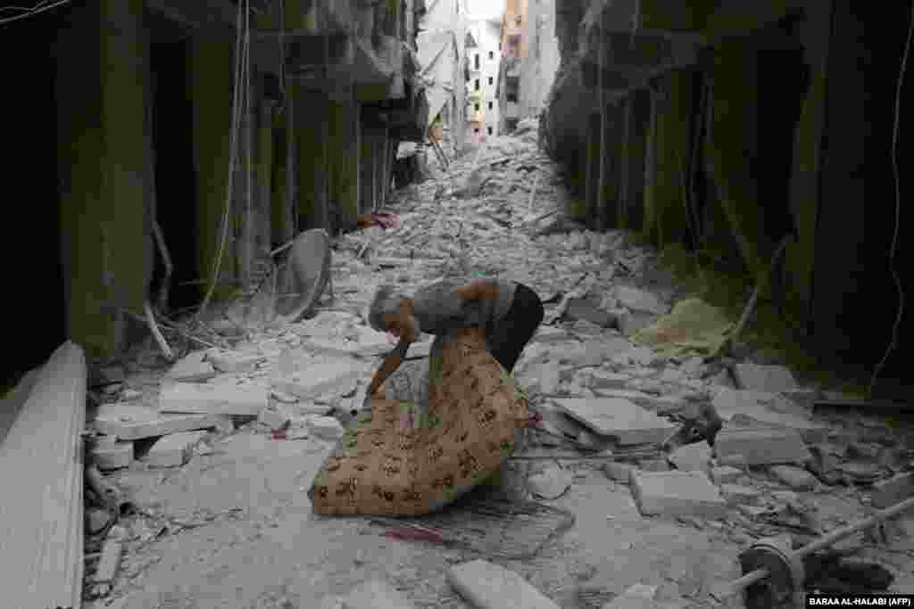 خرابهای به نام سوریه؛ پس از جنگهای دولت اسد با مخالفانش، پای داعش هم به درگیریهای سوریه باز شد تا ویرانیهای این کشور، بیش از پیش شود.