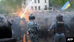 Во Львове празднование Дня Победы потребовало вмешательства стражей порядка