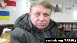 Позивачем виступає безробітний Олександр Семенов, який вимагає визнати неправомірною вимогу до нього з боку влади щодо виплати цього податку
