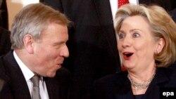 Jaap de Hoop Scheffer şi Hillary Clinton