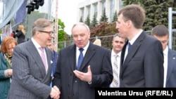 Diplomatul Pirkka Tapiola, președintele Nicolae Timofti și primarul Dorin Chirtoacă