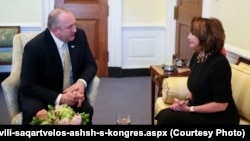 Президент Грузии Георгий Маргвелашвили на встрече с лидером демократов в Палате представителей Конгресса Нэнси Пелоси