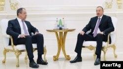 Встреча главы МИД РФ Сергея Лаврова (слева) и президента Азербайджана Ильхама Алиева в Баку, 6 апреля 2016 г․