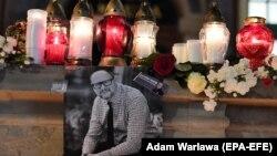 Svijeće za ubijenog gradonačelnika Gdanjska Pavela Adamoviča.