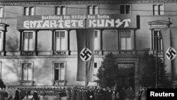 """В 1938 году нацисты организовали масштабную выставку """"неправильного"""", """"дегенеративного"""" искусства"""
