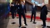 Президент Казахстана Нурсултан Назарбаев (справа) и премьер-министр Бакытжан Сагинтаев (в центре) смотрят на цифровую панель, которую демонстрирует вице-премьер Аскар Жумагалиев. Астана, 30 января 2019 года.