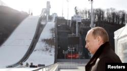 """Preşedintele Vladimir Putin în inspecţie la complexul """"Russkie gorki"""", Soci, 06 februariei 2013"""