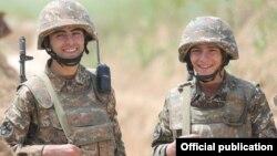 Հայկական բանակի զինծառայողներ, արխիվ