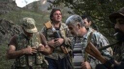 Armeni s oružjem sovjetske proizvodnje u selu u Nagorno-Karabahu, otcepljenoj regiji koja je međunarodno priznata kao dio Azerbejdžana, 23. oktobra.