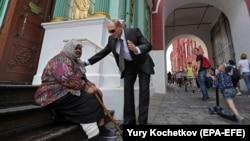 Двойник президента России Владимира Путина на Красной площади Москвы